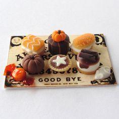 1:12 Scale Miniature Hallowe'en Cakes by Mercia Miniatures