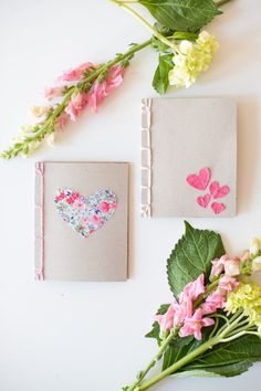 Beautiful handmade books with Japanese Book Binding tutorial Valentine Crafts, Valentine Day Gifts, Valentines, Handmade Journals, Handmade Books, Diy Crafts Love, Love Coupons, Japanese Books, Motif Floral