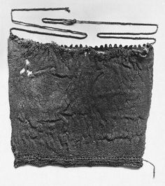 Sprang bag or hat from the Victoria and Albert Museum, Egypt, 4th/5th century AD. Red wool, Museum number: 762-1886