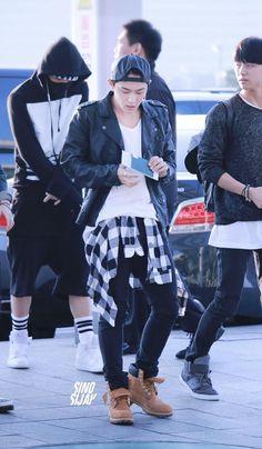 bobby x donghyuk x hongseok Bobby, Kim Hanbin Ikon, Ikon Member, Dancing King, Fandom, Airport Style, Airport Fashion, Kim Dong, Ulzzang Boy