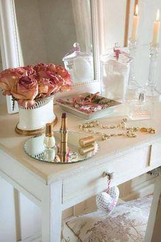 Vanity table. Co recipiente para el algodon me gusta