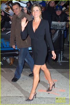 jennifer aniston daily show 02 Jennifer Aniston stuns in a little black dress before heading to The Daily Show with Jon Stewart on Thursday evening (January 22) in New York City. The 45-year-old…