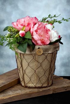 With its straightforward design and rustic appeal, this Rusty Chicken Wire Planter makes the perfect accent for your farmhouse inspired home or event. The wire basket comes with a burlap insert that is lined with plastic. Place a block of floral foam i Burlap Projects, Burlap Crafts, Diy Projects, Save On Crafts, Diy And Crafts, Crafts For Kids, Floral Foam, Arte Floral, Chicken Wire Crafts