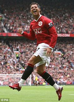 Cristiano Ronaldo is ready for a favourable reception when he returns to Old Trafford with Real Madrid tomorrow but has hinted that he intends to celebrate if he scores against Manchester United. Cristiano Ronaldo 7, Cristiano Ronaldo Manchester, Cristiano Ronaldo Celebration, World Best Football Player, World Football, Soccer Players, Soccer Teams, Manchester United Legends, Manchester United Players
