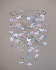 movil con mariposas
