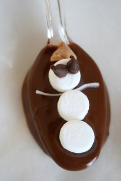 Snowman Spoons to Stir Hot Chocolate... this is the cutest Christmas idea I have seen so far. Super easy, and they would make a great gift packed with a Christmas mug and package of premium hot-chocolate.