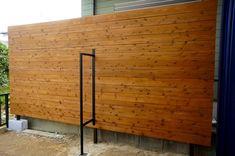 プライベートを守る4m幅の目隠しウッドフェンス