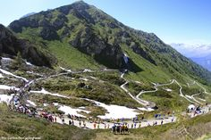 Giro'11: The #ColladellaFinestre in all its beauty during the 2011 Giro d'Italia. This beast of a climb with its gravel finish will feature again in the #Giro next year just like it did in #2005!