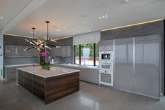 Search pictures of kitchen designs. Discover inspiration for your cooking area remodel or upgrade with suggestions for storage space, company, format as well as decor. Millionaire Homes, Prairie Style Houses, House On A Hill, Kitchen Pictures, Modern Architecture, Storage Spaces, Kitchen Remodel, Kitchen Dining, Luxury