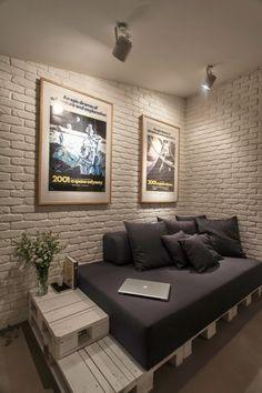 Nos encanta esta casa donde se han reciclado palés para el sofá o la cama. ¿Os gusta el resultado final?