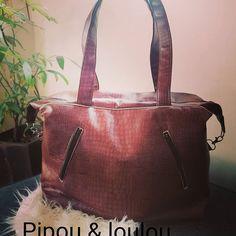 Perrine cordon sur Instagram: Grand sac Simili cuir marron avec de nombreuses poches. #sacotin #couture #similicuir #jadorecoudre #sac #passion