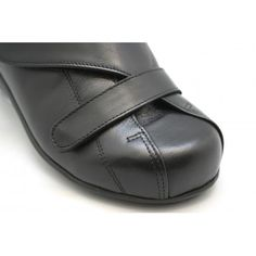 Flats, Shoes, Fashion, Comfy Shoes, Over Knee Socks, Black People, Zapatos, Shoes Outlet, Fashion Styles