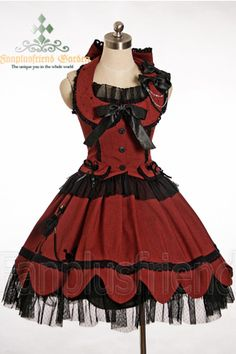 Fanplusfriend can be hit or miss. This is more cosplay than lolita Gothic Lolita Dress, Goth Dress, Dress Red, Lolita Fashion, Gothic Fashion, Pretty Dresses, Beautiful Dresses, Mode Lolita, Estilo Boho
