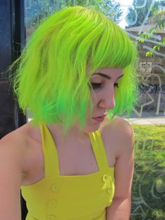 Exclusive Short Edgy Haircuts with Long Bangs You Might Wish to Have This Year Neon Green Hair, Neon Hair, Yellow Hair, White Hair, Neon Yellow, Edgy Haircuts, Trendy Hairstyles, Wig Hairstyles, Apocalypse Now