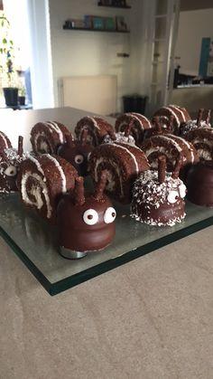 Sneglekage til dagplejen Afslutning i dagplejen - børnene elskede det! Fester, Slik, Diy Snacks, Funny Cake, Food Humor, Creative Food, Cheesecake Recipes, Let Them Eat Cake, Yummy Cakes