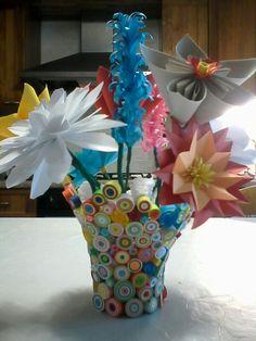 Vaso con fiori di carta