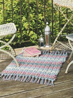 Whip up a rustic V-stitch mat in a weekend with jumbo jute yarn. Designed by Lucy Croft. Get this pattern in issue 61 of Simply Crochet. Out now!