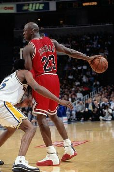 The GOAT showing his dominance over all shooting guards like the Warriors' Latrell Sprewell in Oakland.
