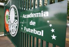Cesar Greco/Ag Palmeiras/Divulgação _ O portão principal da Academia foi modernizado e conta com os símbolos do Palestra Italia e do Palmeiras