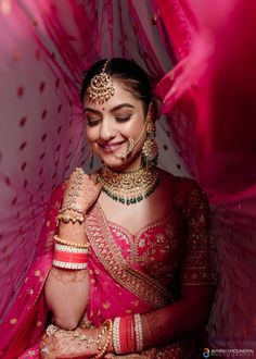 Indian Bride Photography Poses, Indian Bride Poses, Indian Wedding Poses, Indian Bridal Photos, Wedding Couple Poses, Indian Bridal Outfits, Bridal Photography, Indian Wedding Pictures, Bride Indian