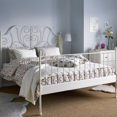 A white steel bed with bed textiles in white and with floral patterns Leirvik bed. Ikea Bedroom, Room Ideas Bedroom, Decor Room, Home Bedroom, Bedroom Decor, Bedroom Inspo, Ikea Platform Bed Hack, Leirvik Bed, Wrought Iron Bed Frames