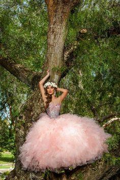Beautiful Pink Quince Dress that will impress your guest! #quincenaera #dresses http://www.quinceanera.com/es/vestidos-de-quinceanera/?utm_source=pinterest&utm_medium=social%20&utm_campaign=es-vestidos-de-quinceanera