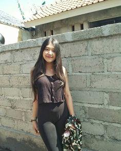 Image may contain: 1 person, standing Cute Asian Girls, Girls In Love, Cute Girls, World's Cutest Girl, Burmese Girls, Indonesian Girls, Photography Poses Women, Hijab Chic, Beautiful Asian Women