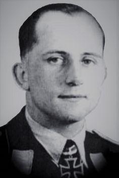 """Hauptmann Werner Thierfelder (1915-1944), Ritterkreuz 10.10.1941 als Oberleutnant und Staffelkapitän In der II./Zerstörergeschwader 26 """"Horst Wessel"""" ✠ 27 Luftsiege. Am 18 Juli 1944 nach Luftkampf mit Me 262 bei Landsberg am Lech Notausstieg mit Fallschirm. Dieser öffnete sich nicht."""