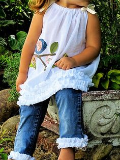 Love the pillowcase dress top with the ruffled leg capri jeans. So cute!
