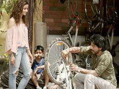 When Shah Rukh Khan got hit by a tempo…