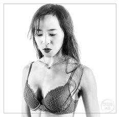 Venez immortaliser votre personnalité au studio Mir le temps d'un shooting boudoir ! Une trentaine de styles pour vous mettre en valeur … #photographe #studiophoto #modelephoto