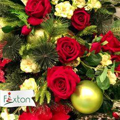 La rosa, el símbolo del amor 🌹✨ está presente en la Navidad a través de esta tendencia dándole un toque especial, romántico y diferente a todos nuestros momentos🎄❤ ¿Te animas a usarla? . . #navidadfexton #colombia #navidadmagica #tendencias #innovar Floral Wreath, Wreaths, Home Decor, Gift, Pink, Amor, Christmas Floral Arrangements, Magical Christmas, Funny Animal Videos