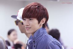[120829] Jinyoung @ Gimpo Airport before depart to Japan [3]    Credits : 11180814.com    Re-up : Aorishina @ FLYB1A4 / Tumblr