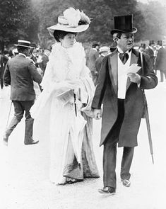 Consuelo Vanderbilt, then Duchess of Marlborough, and her father William Kissam Vanderbilt, at a race in Paris. Mr Vanderbilt bought a chateau and there created one of the greatest racing stables of the period. Vintage Pictures, Old Pictures, Vintage Images, Old Photos, Belle Epoque, Edwardian Fashion, Edwardian Era, Victorian Women, Alva Vanderbilt