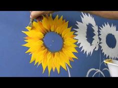 Como pintar girasoles How to paint sunflower 3 Painting Videos, Painting Lessons, Art Lessons, Tole Painting, Fabric Painting, Painting & Drawing, Painting Flowers, Pintura Tole, Learn To Paint
