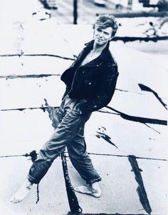 vezzipuss.tumblr.com — David Bowie, Photo @ Herb Ritts, Circa 87 ➰