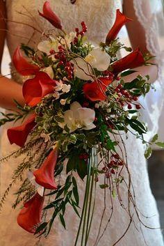Ramo de novia con orquídeas. Ramos de novia para bodas navideñas #Ramodenovia #Navidad #bodas