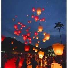Wedding Sky Lantern Send Off! 100 for $155.99 Definetly doing this at my wedding.