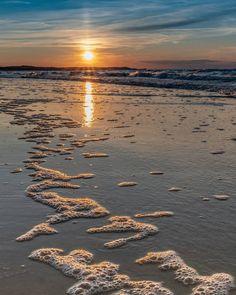 ✔pictame webstagram 🔥🔥🔥 Instagram post by @rutkowski.konrad | #wakacje #lato2019 #plaża #orange #zachodslonca #zachodniopomorskie #sunset #morze #morzebałtyckie #Polska #swinoujscie #bałtyk #sonya6300 #sigma16mm #sigma16mmf14 #summertime #summer2019 #beach #sea #balticsea #Poland #swinemünde #baltic #widoczki #piękniejest #cieszsięchwilą #landscape #landscapephotography #PhotonGraphFreak | 🔥GPLUSE.CLUB Curly Bob Hairstyles, Curly Hair Styles, Land Scape, Celestial, Contemporary, Sunset, Bob Cut, Naturally Curly, Curly Blonde
