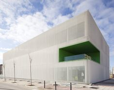 The programme of the new local Social Services Center in Móstoles is strongly conditioned by two facts: on the one hand, it hosts many identical spaces –single, unipersonal offices- and it is placed within a new, aseptic urban fabric –currently...