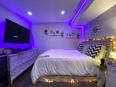 Neon Bedroom, Room Design Bedroom, Girl Bedroom Designs, Room Ideas Bedroom, Bedroom Styles, Chill Room, Cozy Room, Pinterest Room Decor, Cute Diy Room Decor
