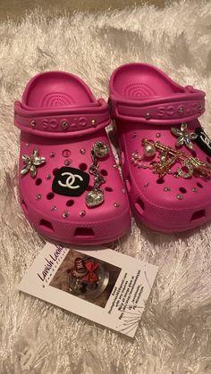 Bling Shoes, Fancy Shoes, Me Too Shoes, Crocs Fashion, Fashion Shoes, Croc Shop, Cool Crocs, Designer Crocs, 18 Birthday