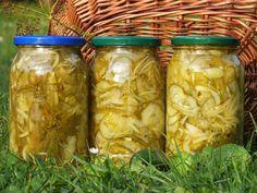 Prosta, szybka i tania ogórkowa sałatka... na zimę będzie jak znalazł! :) Przepis na sałatka z ogórków, cebuli i curry.
