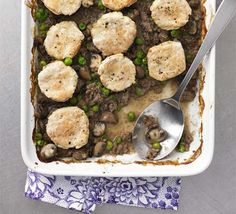 Minced beef cobbler - A hearty yet healthy dish that's perfect for a rainy evening, and it's low-fat too Mince Recipes, Beef Recipes, Cooking Recipes, Budget Recipes, Cooking Videos, Beef Cobbler, Cobbler Recipe, Healthy Dishes, Healthy Recipes