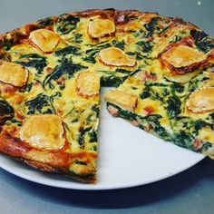 Spinach & goat cheese quiche - I am a big lover of quiches, Lorraine or vegetables. But to lighten them, I used to make them witho - Best Vegan Breakfast, Vegan Breakfast Recipes, Vegetarian Recipes, Diet Recipes, Cooking Recipes, Healthy Recipes, Quiches, Goat Cheese Quiche, Love Food