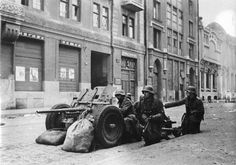 First Battle of Kharkov, October 1941: German PaK 35/36 anti-tank gun in the streets of the city. The 37mm weapon proved inadequate against Soviet tanks of the KV and T-34 class.