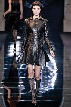 Versace Fall 2012, Trend Report - Night Vision. <3 The new wave of head-to-toe black looks in slick leathers and decadent fabrics casts a dark shadow over the season.