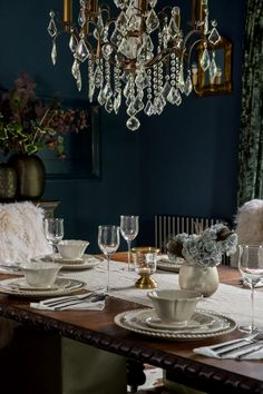 Dining room is a great place for any home. Make sure you decorate dining rooms pretty well. Here are decor ideas for dining room for great dining at home. Decor, Room Design, Interior, Stylish Dining Room, Room Inspiration, Dark Interiors, Dark Dining Room, Gothic Interior, Traditional Dining Rooms