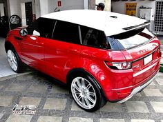 "Range Rover Evoque vermelho rebaixado com rodas aro 22"" New Land Rover - Lowered red Range Rover Evoque, white roof, with 22"" PDW wheels"
