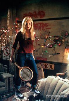 Buffy the Vampire Slayer - Publicity still of Sarah Michelle Gellar